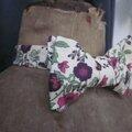 Véritable NOEUD PAPILLON en coton écru fleuri prune (2)