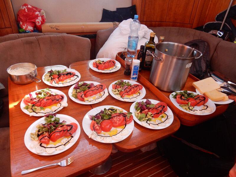 Tomates mozarella pour le déjeuner à bord, 23 octobre 2019