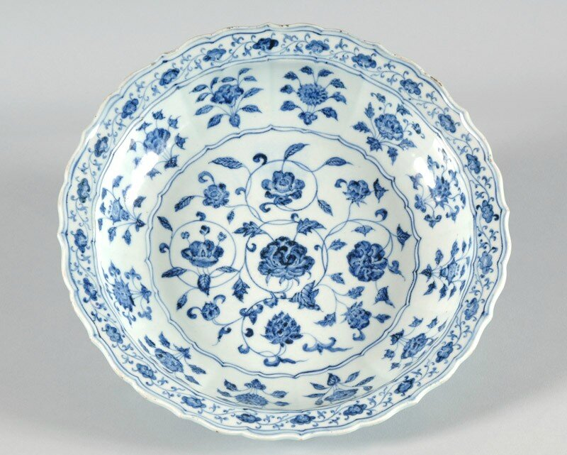 Blue-and-white dish with floral decoration, Yongle period (1403 - 1425), Ming Dynasty