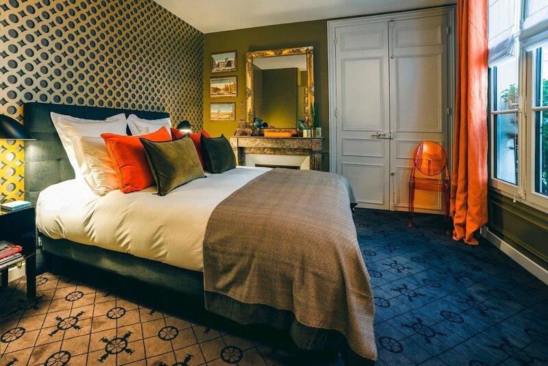 chambre-hote-paris-9eme-montmartre-lit-double-2