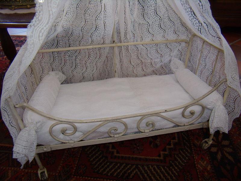 80 lit ancien en fer forg la garde robe des reborns dolls reborn clothes puppen kleider. Black Bedroom Furniture Sets. Home Design Ideas