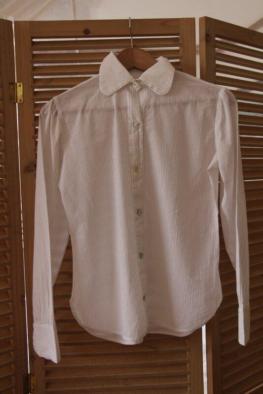 chemise en voile de coton fines rayures dorées, 45€