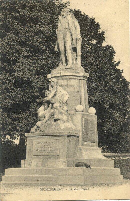 CPA Montferrat Monument aux Morts Pégoud 2
