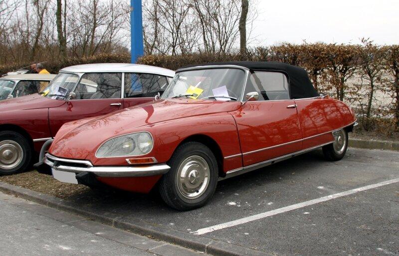 Citroen DS 21 cabriolet (1955-1975)(23ème Salon Champenois du véhicule de collection)