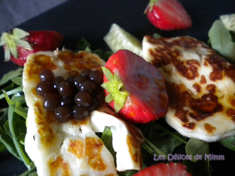 Salade de halloumi, roquette, fraises et caviar de concombre 3