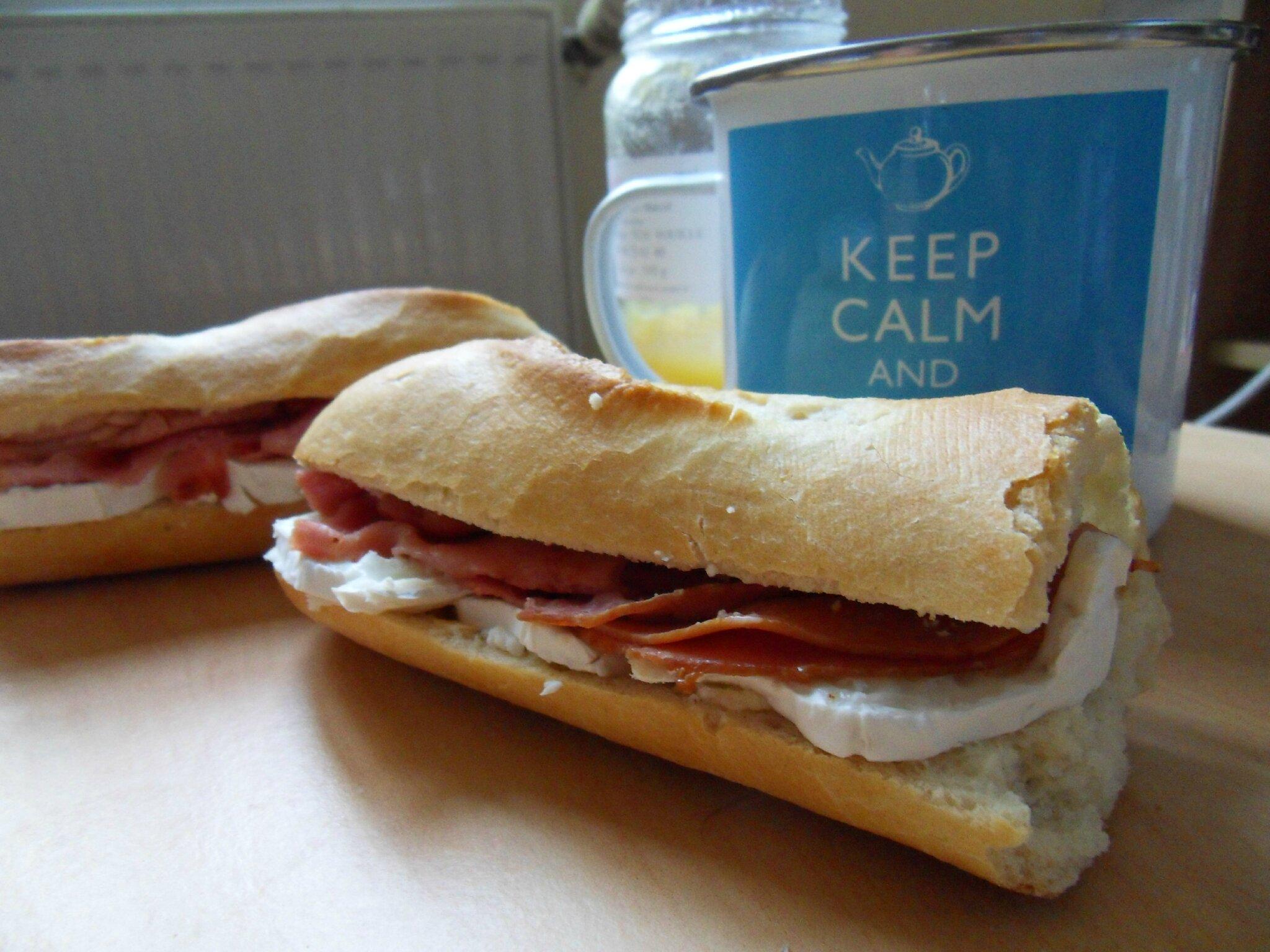 Sandwich sucré-salé bacon-chèvre-miel