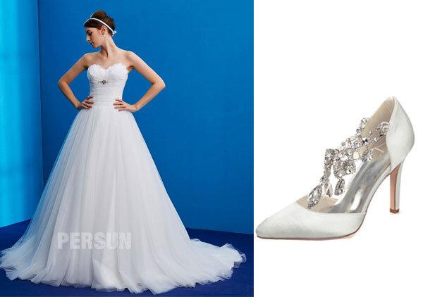robe-de-mariée-princesse-orné-de-plumes-et-escarpis-pas-cher-orné-de-strass