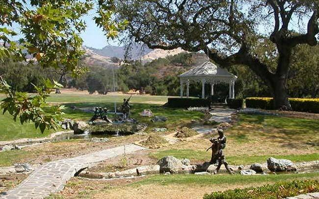 Neverland-Ranch-michael-jackson-in-neverlands-kingdom-26021659-650-407 (1)