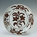 Plate with the design of Reddish-brown flowers, Hongzhi period (1488-1505)