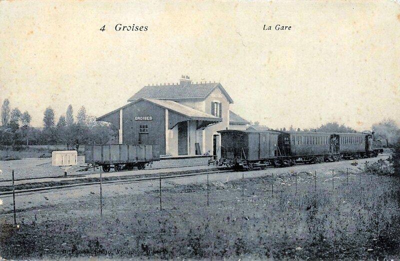 groises-la-gare-et-le-train-tramway-ligne-de-la-guerche-argent