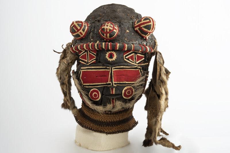 exposition-afrique-en-couleurs-masque-dinitiation-chisaluke-20e-siecle-zambie-angola-culture-luvale-ou-luchazi-don-de-jean-maurice-1600x0