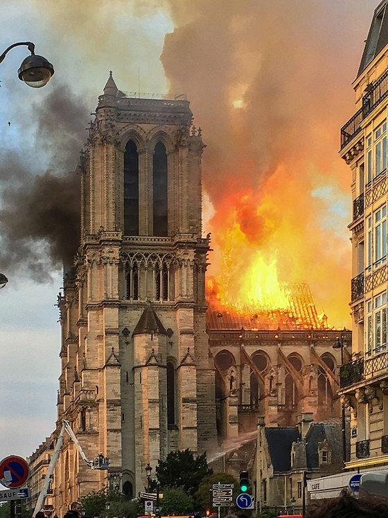560px-Incendie_Notre_Dame_de_Paris