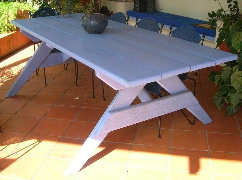 Vends grande table de jardin en bois massif - Tout vendre dans ma maison