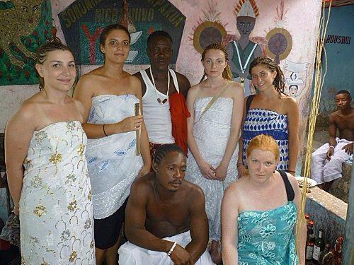 Visite de quelques francaise au temple du Marabout Medium GANDOSSI