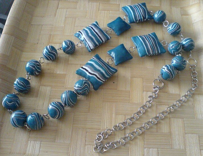 collier turquoise rayures