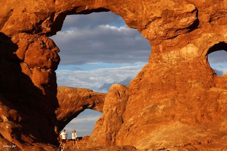 Arches pose au coucher du soleil