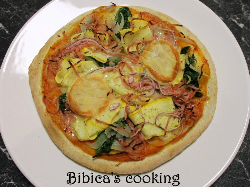 Pizza crousti-moelleuse au Rocamadour, jambon et légumes variés haut
