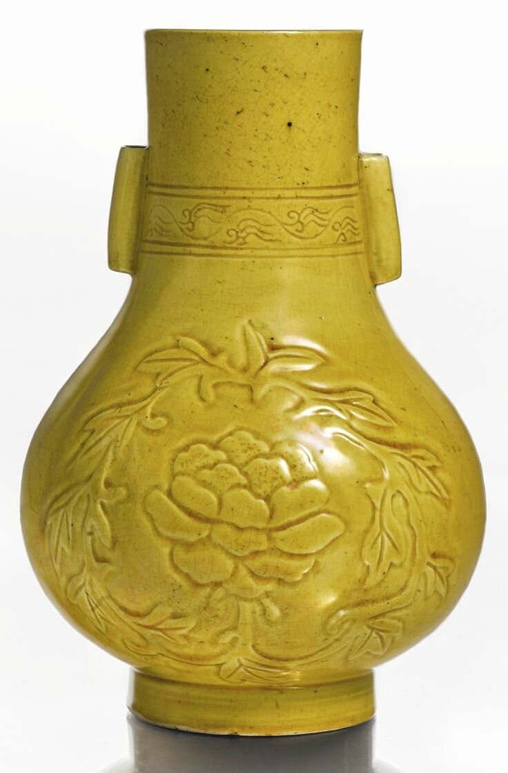 A rare yellow-glazed vase (hu), Late Ming-Early Qing dynasty, 17th century