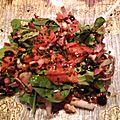 Salade de carmine à la truite fumée et aux noix