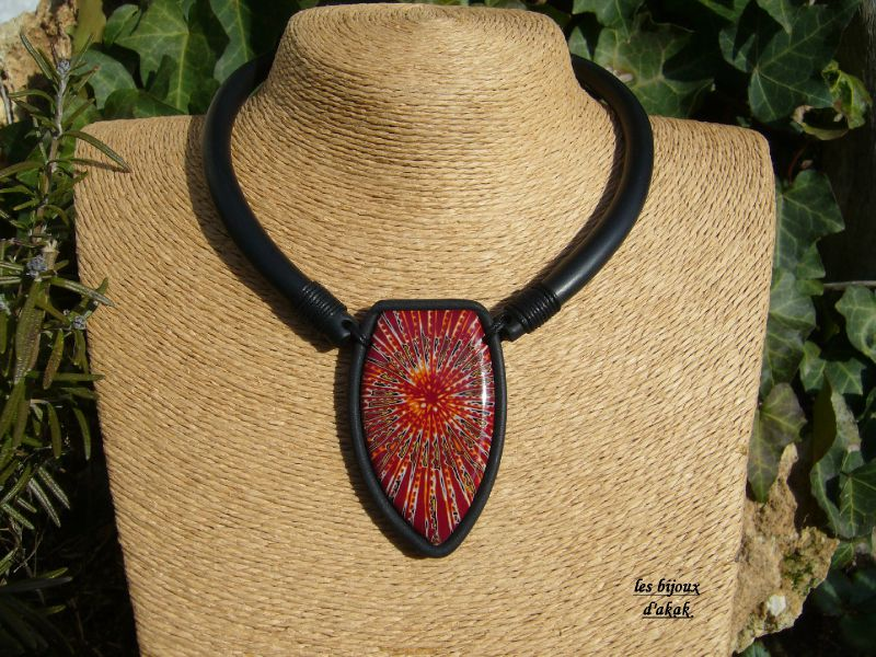 collier watusi rouge
