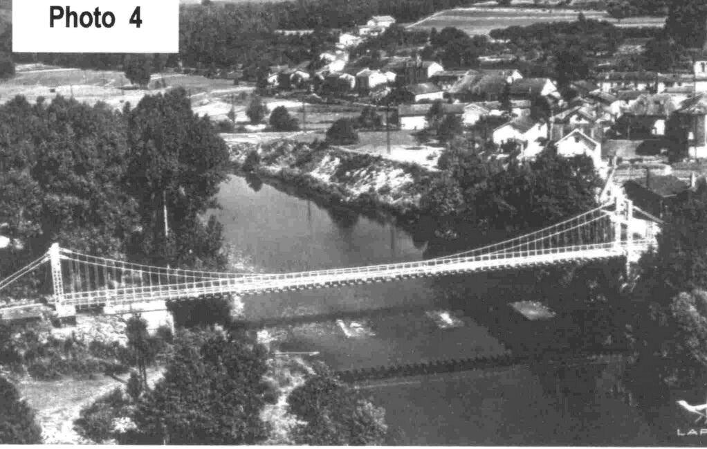 Archettes, pont suspendu sur la Moselle