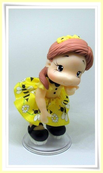 Poupée abeille en porcelaine froide