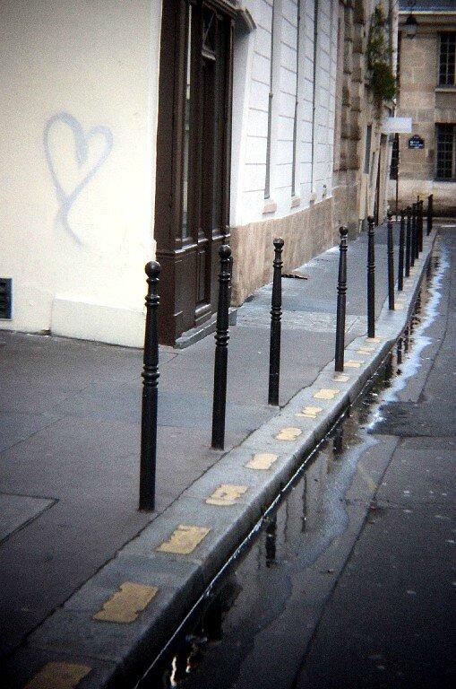 Coeur, rue (holga)_7439