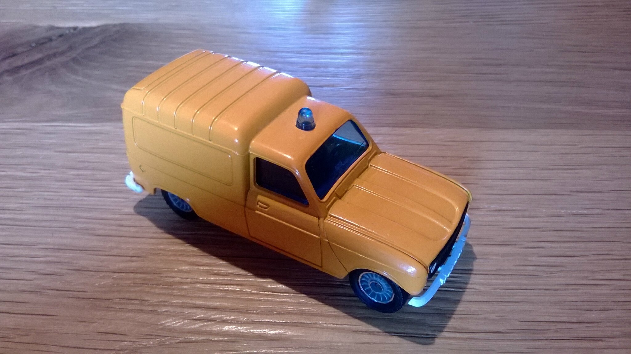 1325_Renault 4 Fourgonnette FLYCO_02