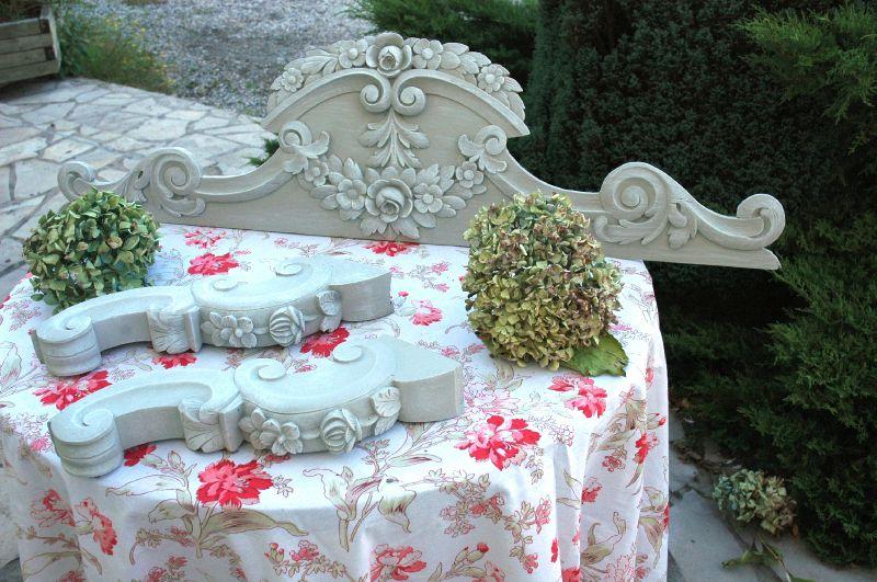 grand fronton sculpté patine grise et blanche