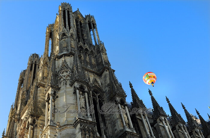 Unique moment: Hot Air Balloon 'n' Cathedral
