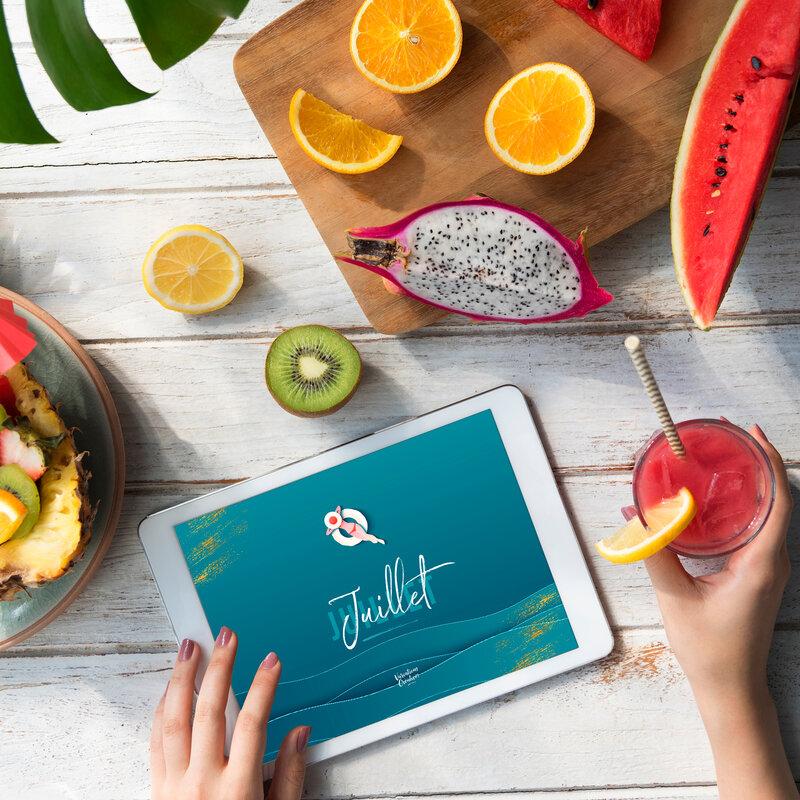 mockup-copyspace-summer-fruits-digital-tablet-PZ76G6X