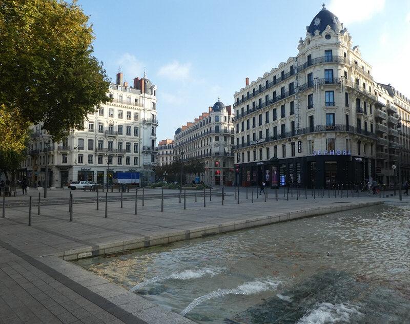 Lyon 153