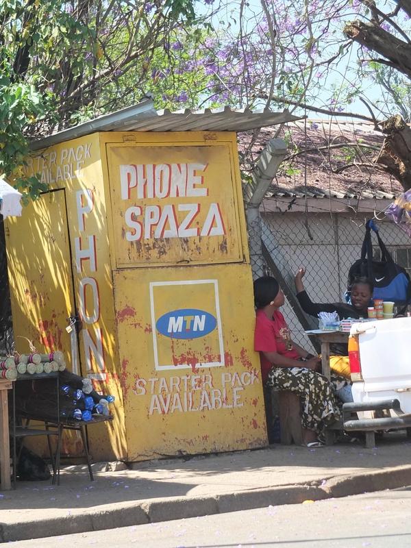 Royaume du Swaziland - Manzini - point téléphone - Oct 2013