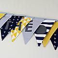 Guirlande de fanions personnalisée prénom Théo chambre style marin jaune moutarde bleu marine cadeau personnalisé bébé baptême naissance