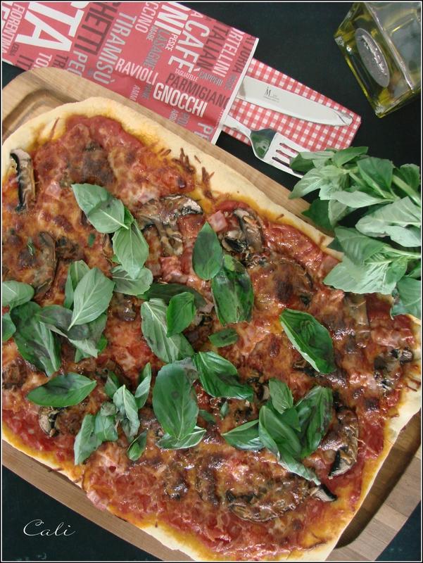 Pizza Champignons & Basilic 002