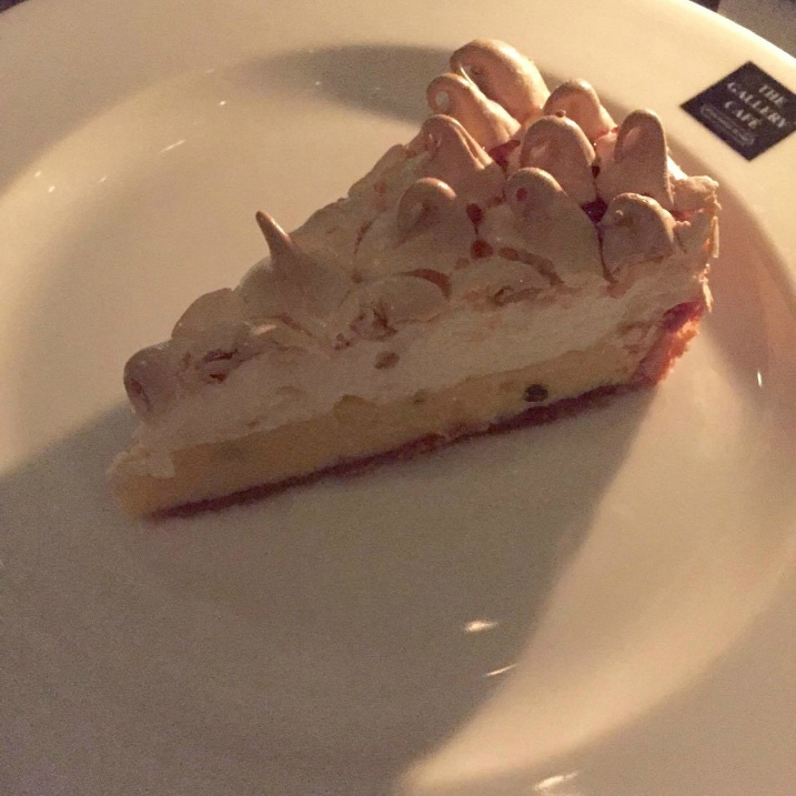 Passion fruit meringue pie (1)