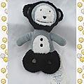 Doudou peluche hochet singe gris noir et blanc obaibi 18 cm