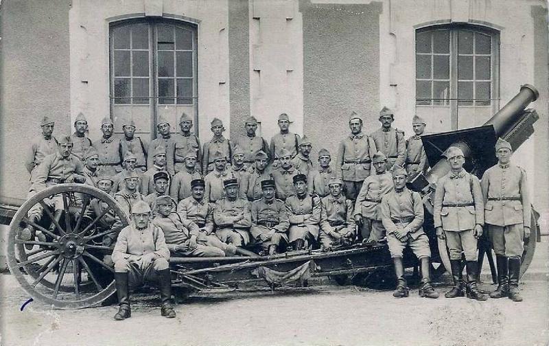 Caen, Quartier Decaen, 43e RAD, groupe d'artilleurs