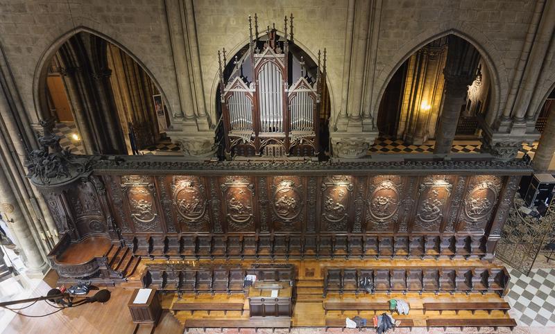 Cathedrale_Notre-Dame_de_Paris_stalles_orgue_choeur