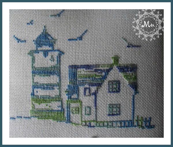 maison et petit phare de bord de mer