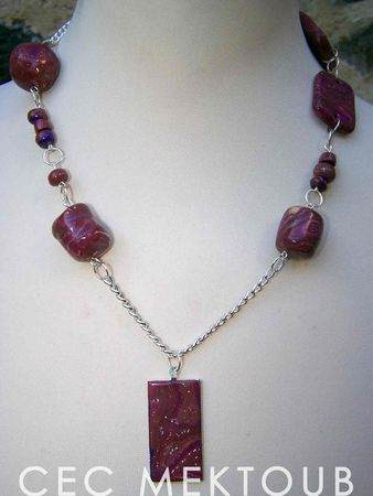 Collier_plaque_hidden_rouge