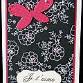 Carte de st valentin romantico-baroque avec roses et papillon