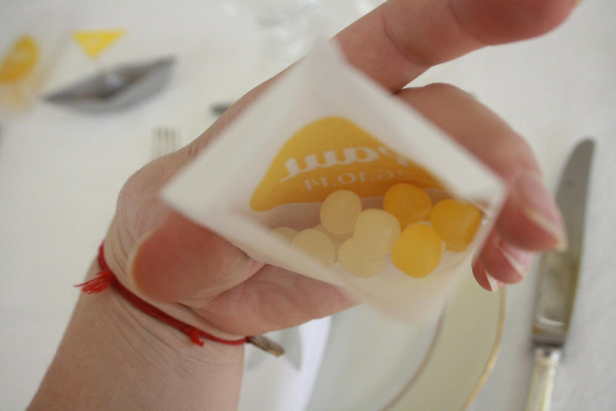 baptème déco theme marin origami bateau gris jaune sachet gift invités5