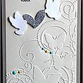 Carte de voeux élégante avec arabesques, papillons, colombes et coeur argenté pailleté