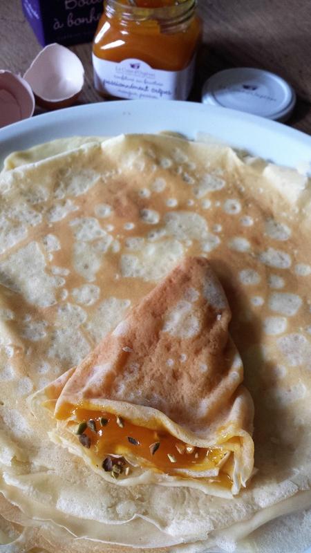 crêpe à la confiture mangue-passion et aux éclats de pistaches (2)