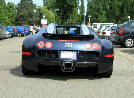 Bugatti_veyron_16__Retrorencard_juin_2010__04