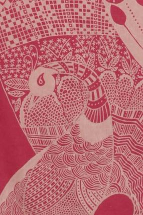 détail paon rouge