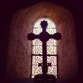 Vic, église Saint-Martin, croix (36)