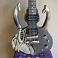 Dragon.... guitare sculptee....