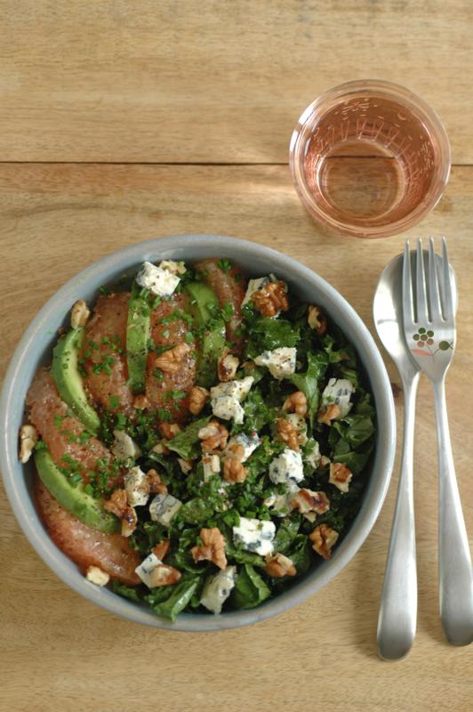 Salade de chou kale, pamplemousse, avocat, Saint Agur, noix de Grenoble_1